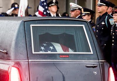 HNEWS_mon0907_Cop_Funeral33.jpg