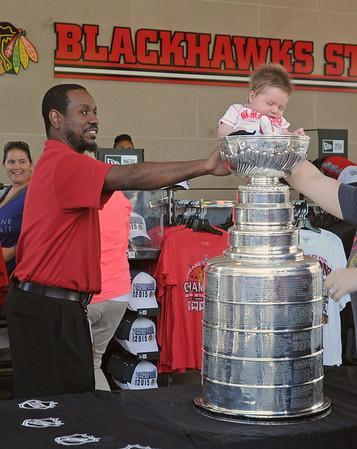Stanley Cup pops up in Oak Brook