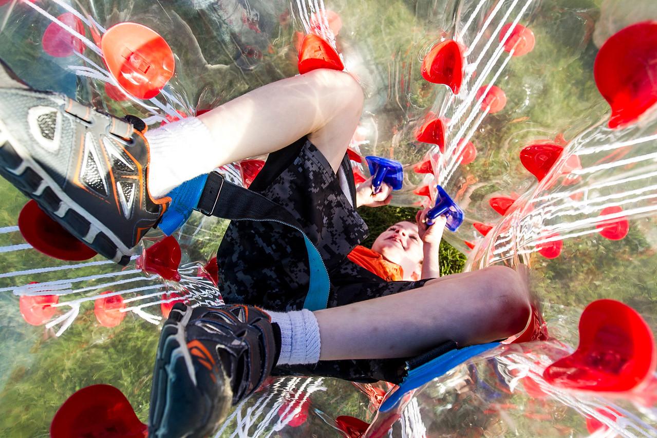 hnews_sat0903_Harvard_Balloon_Fest1.jpg
