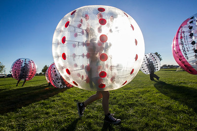 hnews_sat0903_Harvard_Balloon_Fest4.jpg
