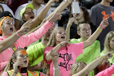 hspts_sat917_fball_mar_woodn_fans