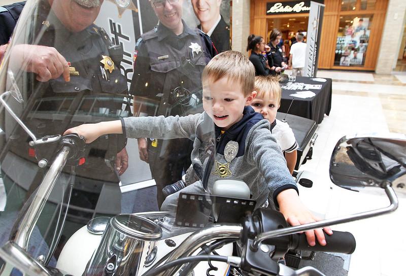 LCJ_0914_VH_Police_ExpoM