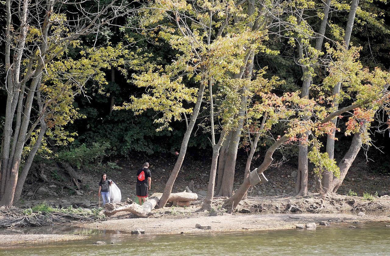 hnews_sun0917_fox_river_cleanup