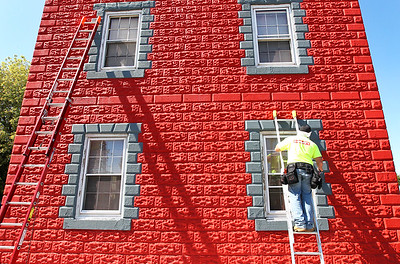 hnews_tue919_building_painter