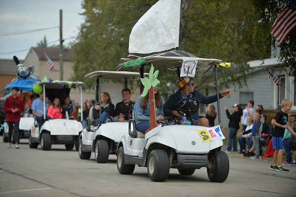 knews_thu_1005_ELB_KHSHomecomingParade