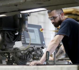 hnews_0919_Manufacturing_Jobs_