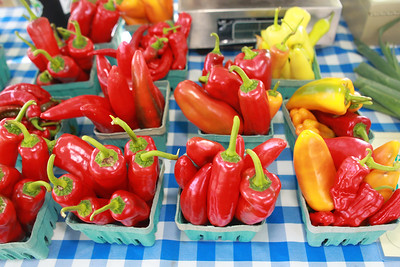 Candace H. Johnson-for Shaw Media Sweet peppers are featured by Charlotte Sullivan and Jeffrey Chapman, organic farmers and owners of Sol-ful blooms, at the Libertyville Farmers Market. The sweet peppers were grown on their farm within the Prairie Crossing Farm in Grayslake.  (9/17/21)