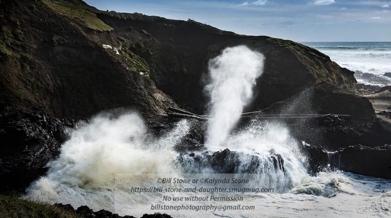 Spouting Horn in full glory - Cape Perpetua - Oregon