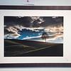 Windows 1, cluster 25/1<br /> Papierdruck Epson Coldpress Bright 44x30<br /> Foto Ralph de Rozario ©2018<br /> inklusive Holzrahmen 60x40 mit sichtbarer Maserung, Nussbaum<br /> <br /> Deutlich texturiertes säurefreies Druckmedium auf 100% Baumwollbasis für den optimalen Kunst- oder Portraitdruck mit einer fast reinweissen Oberfläche. Dieses Papier nutzt die modernsten Inkjetbeschichtungen, die besonders großen Farbraum und hohe Dichten erreichen.