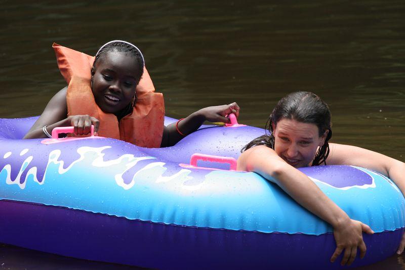 markitta and anna on the pond