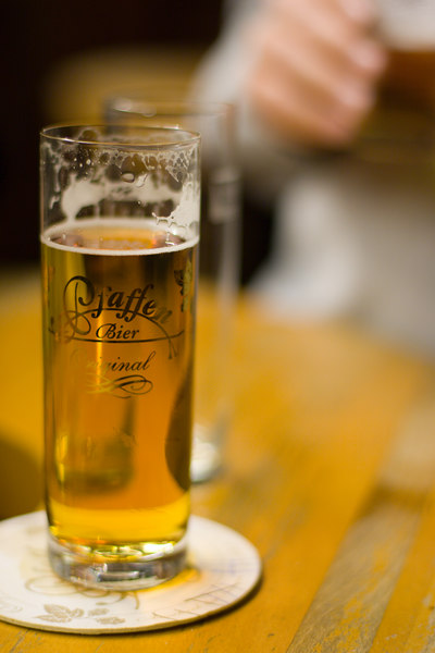 """<a href=""""http://en.wikipedia.org/wiki/Kolsch"""" target=""""blank"""">Kölsch</a> """"...is a clear beer with a bright yellow hue, and it has a prominent, but not extreme, hoppiness.""""  (Thanks Wikipedia!)"""