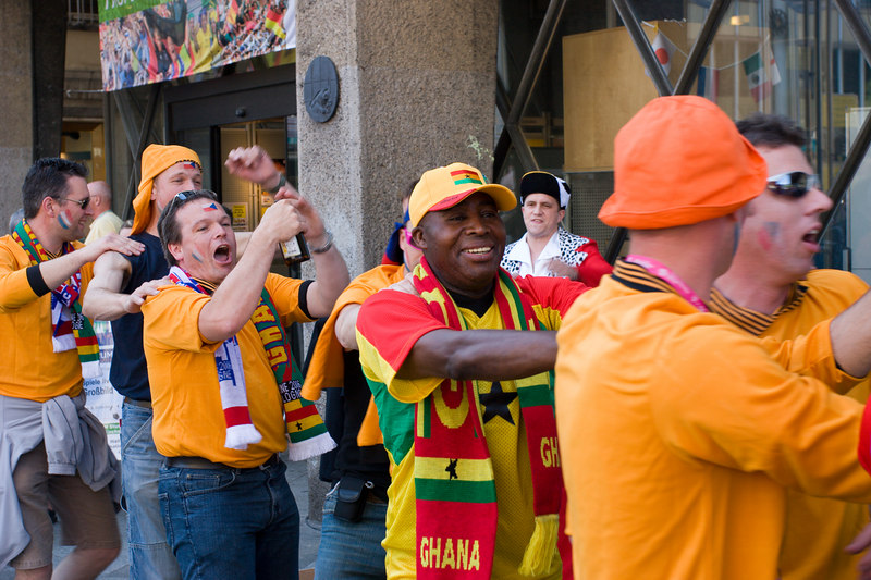 Holland and Ghana fans unite for a quick congain in the square in front of the Dom in Köln.