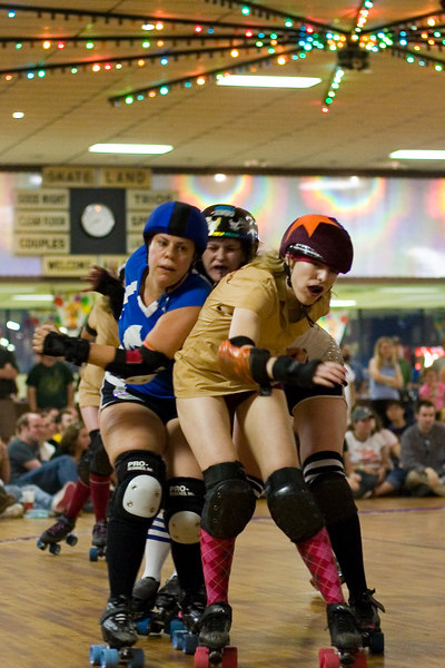 Speed Regime jammer Psycho78 escapes the clutches of Night Terrors' pivot Pixie Rocket.
