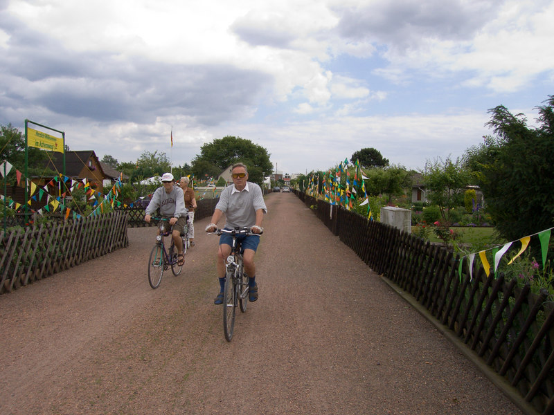 Riding bike through Hannover's garden plots.