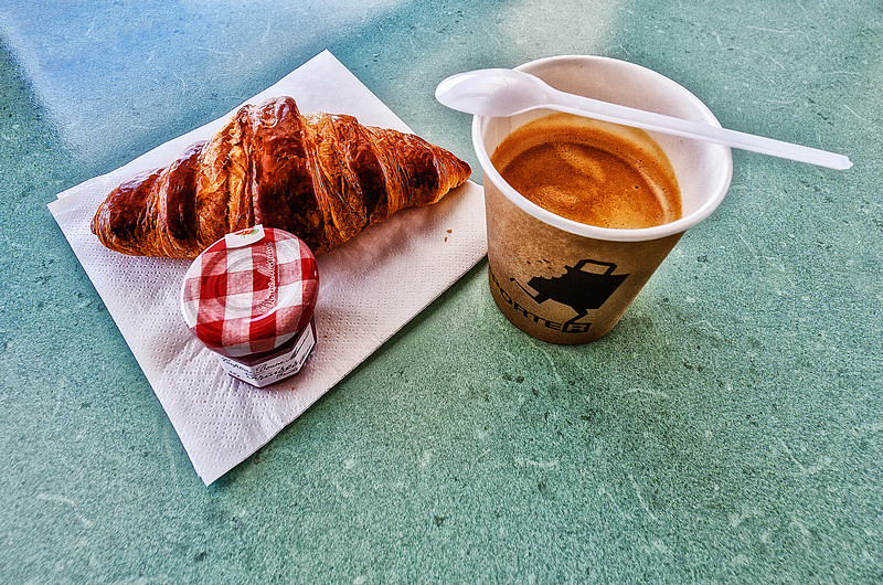 All You need for breakfast in France.<br /> Lion.