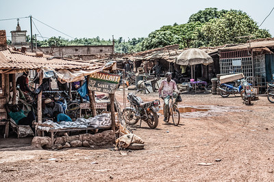 Hygiene Qualité. Burkina Faso. Buying some drinks. On the way to Benin.