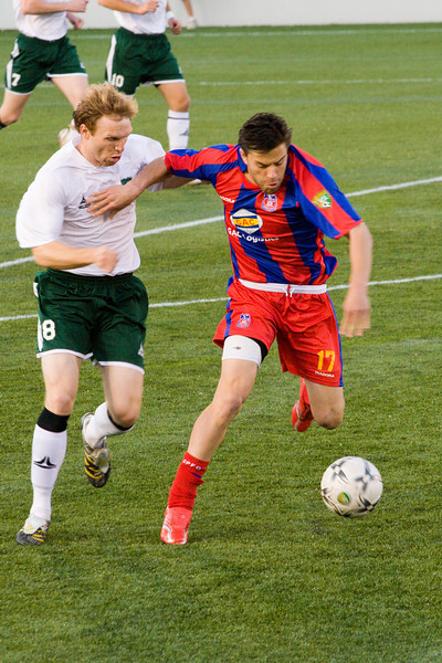 Palace striker Andrew Herman beats a Cleveland player to a loose ball.