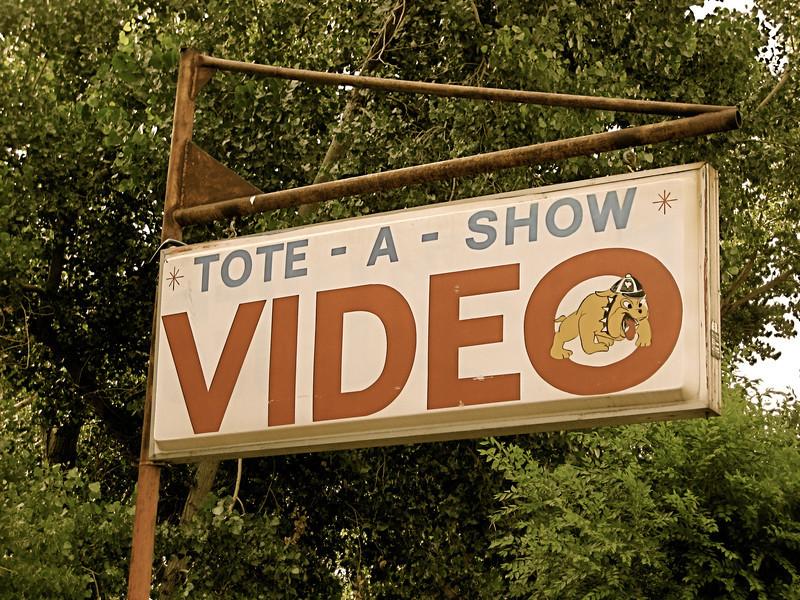Tote-A-Show