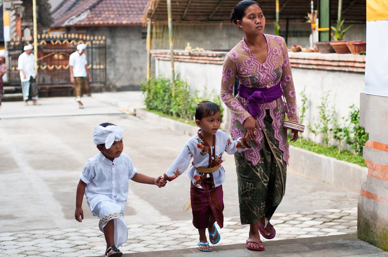 Balinese Woman With Children In Tirta Empul