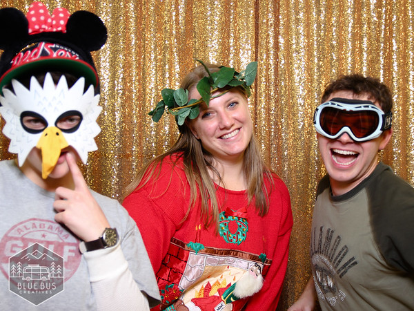 Snapping photos @ the University of Oregon Food and Hospitality Holiday Party!  Looking for an awesome photo booth for you next event? Check out bluebuscreatives.com for more info.