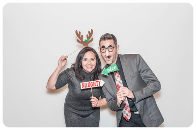 WDTN-CW-Holiday-photobooth-14