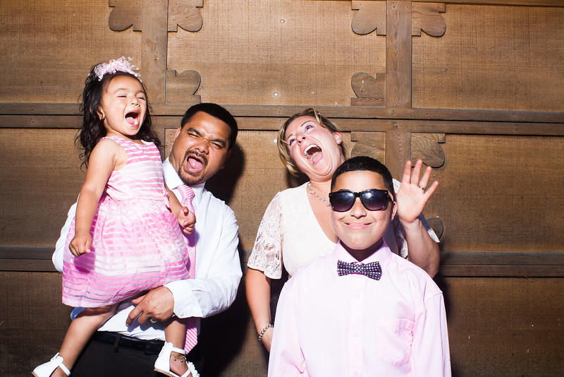 CaitlinChrisWeddingPhotobooth-0032