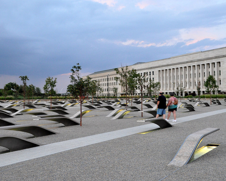 "The Pentagon Memorial[Kevin Harber: flickr.com/photos/kevharb/ License: <a href=""http://creativecommons.org/licenses/by-nc-nd/2.0/"">http://creativecommons.org/licenses/by-nc-nd/2.0/</a>]"
