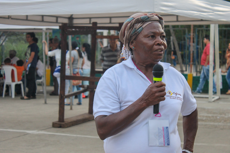 A woman from La Alsacia speaks about the history of their Community Council at the Festival of Rural and Urban Expressions in Bucaramanga in 2017.