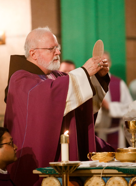 Cardinal Sean P. O'Malley celebrates Mass at Sacred Heart Shrine in Washington, D.C. with Boston groups before the March for Life, Jan. 27, 2017.<br /> Pilot photo/ Gregory L. Tracy