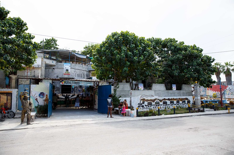 """Sept. 19, 2015 –  A visit to """"Muraleando"""", a project that has revitalized a Havana neighborhood through community art and art education.<br /> Pilot photo/ Gregory L. Tracy"""