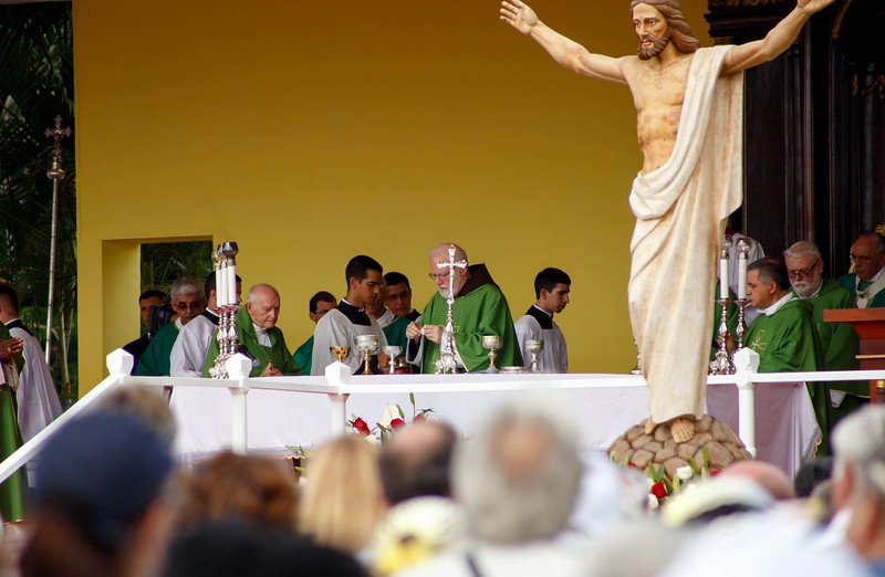 Boston pilgrims attend a Mass celebrated by Pope Francis in Havana's Revolution Square September 20, 2015.<br /> Pilot photo/Gregory L. Tracy
