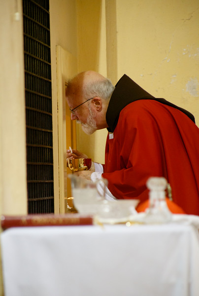 Cardinal Sean O'Malley celebrates mass for pilgrims from Boston and Miami at the Carmelite convent of St. Theresa of Avila in Havana September 21.  Following the mass, the pilgrims were given an opportunity to venerate a relic of St. Theresa and greet the sisters.<br /> Pilot photo/ Gregory L.  Tracy