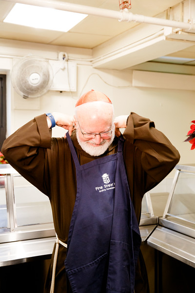 Cardinal Sean O'Malley serves Christmas Eve lunch at Pine Street Inn in Boston, Dec. 24, 2018.<br /> Pilot photo/ Gregory L. Tracy