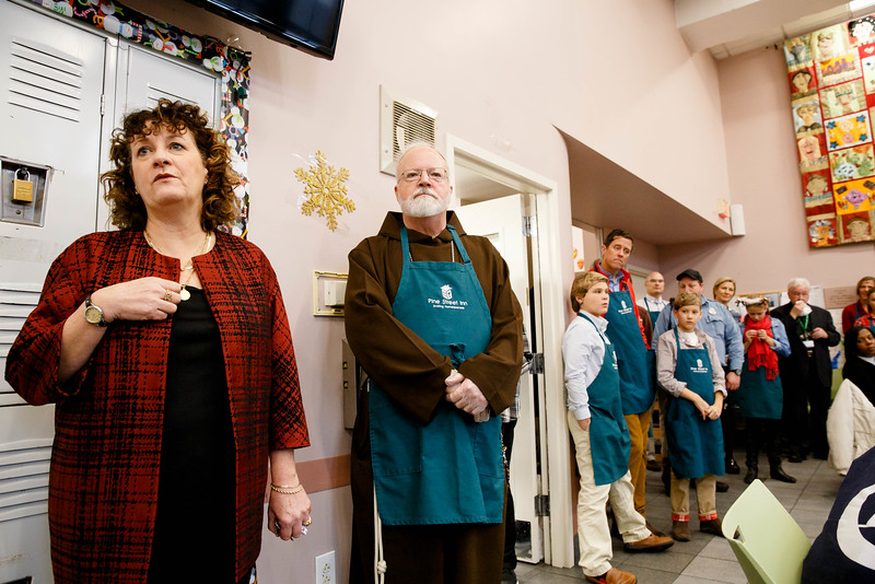 Cardinal Sean P. O'Malley joins volunteers serving Christmas Eve lunch at the Pine Street Inn shelter in Boston, Dec. 24, 2016.<br /> Pilot photo/ Gregory L. Tracy