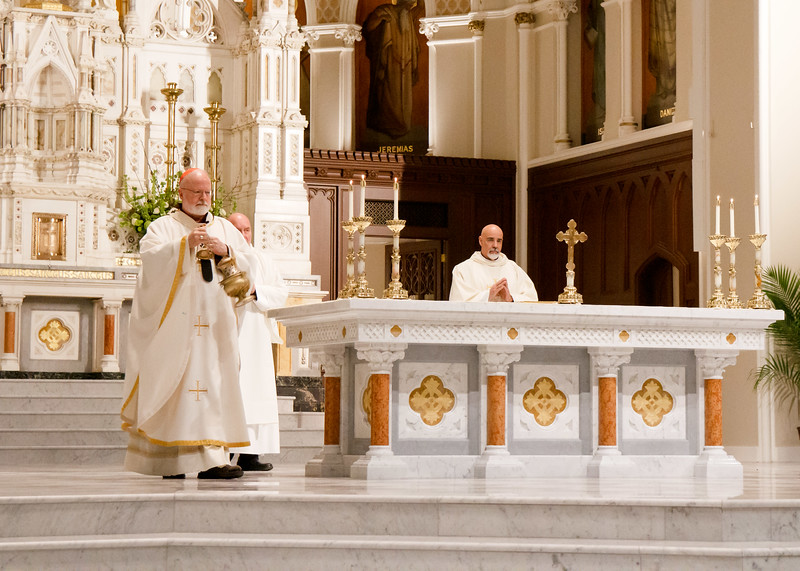Cardinal Sean P. O'Malley celebrates the Mass of the Lord's Supper at the Cathedral of the Holy Cross Holy Thursday, April 18, 2019.<br /> Pilot photo/ Jacqueline Tetrault