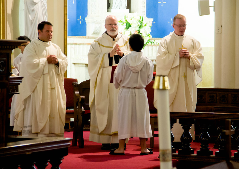 Cardinal Sean P. O'Malley celebrates a Mass to mark the canonization of Mother Teresa at the newly renamed St. Teresa of Calcutta Parish in Dorchester Sept. 4, 2016.<br /> Pilot photo/ Mark Labbe