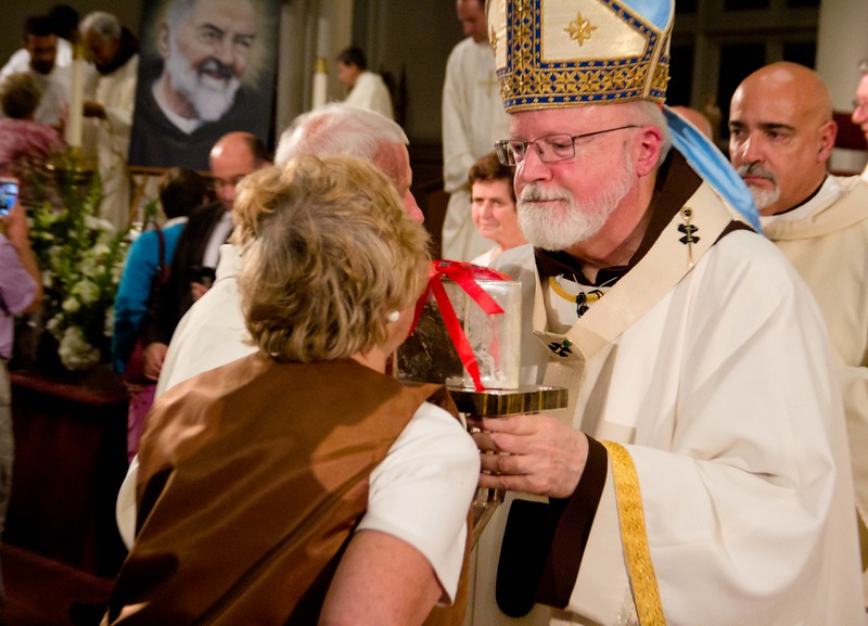 Cardinal O'Malley celebrates the evening Mass Feast of St. Padre Pio Sept. 23, 2016 at the Cathedral of the Holy Cross.<br /> Pilot photo/ Mark Labbe