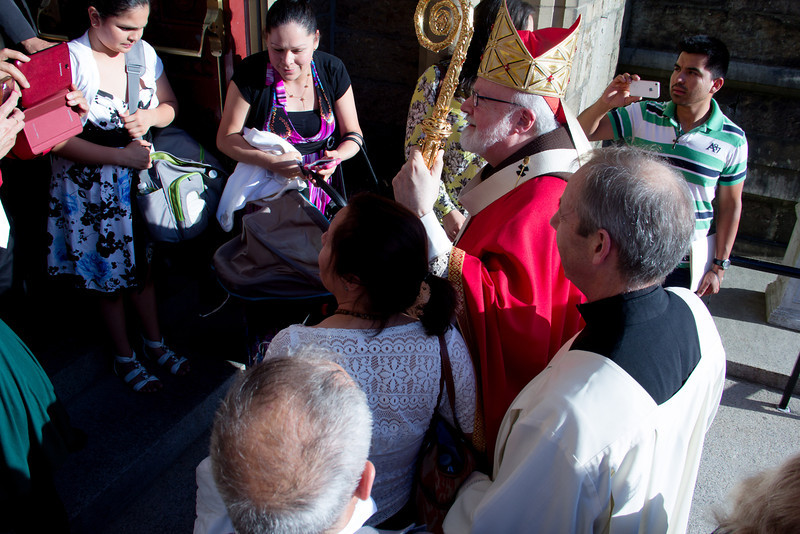 New ecclesial movements and communities join Cardinal Seán P. O'Malley for the celebration of the Vigil of Pentecost at the Cathedral of the Holy Cross June 7, 2014. The groups represented included the Community of Sant' Egidio, the Charismatic Renewal Movement, Tallares de Oracion y Vida, the Neo-Catechumenal Way, the Emmanuel Community, Cursillo, Comunidade Shalom, Communion and Liberation, and the Catholic Grandparents' Association.<br /> Pilot photo by Christopher S. Pineo