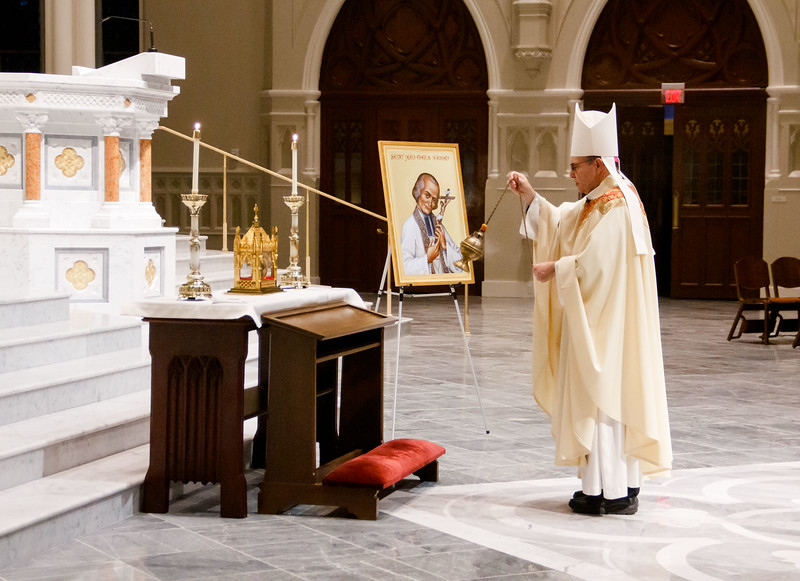 The relic of the incorrupt heart of the St. John Vianney is venerated at the Cathedral of the Holy Cross April 30, 2019.  The period of veneration included a 7 p.m. Mass celebrated by the archdiocese's vicar general, Bishop Peter Uglietto.<br /> Pilot photo/ Jacqueline Tetrault