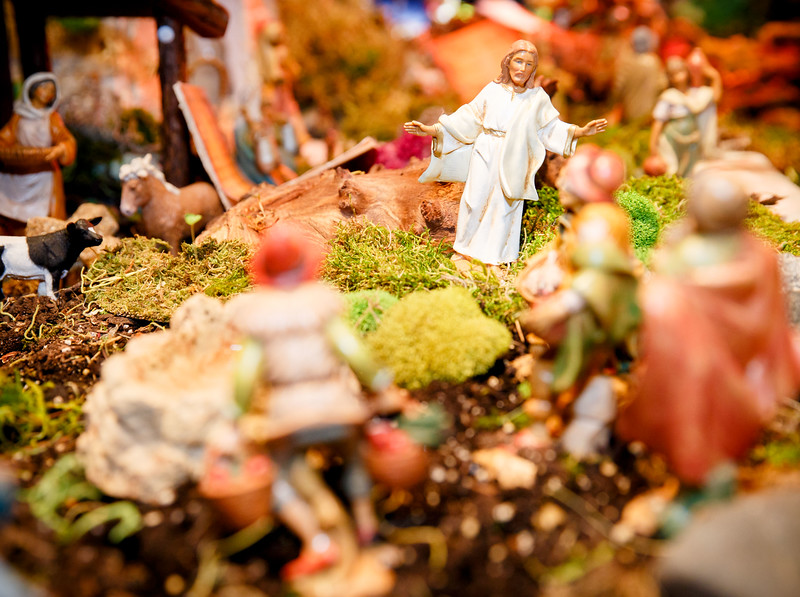 Diorama of Lent and Easter Gospels created at Immaculate Conception, Revere by Father Felipe Gonzalez, pictured March 13, 2017.<br /> Pilot photo/ Gregory L. Tracy