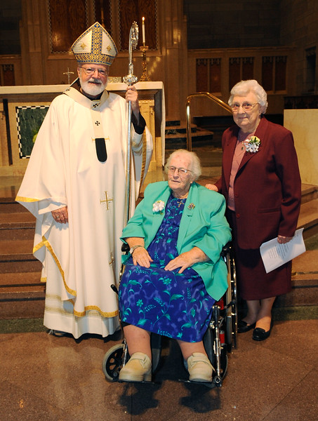 Cardinal Sean O'Malley celebrates Mass at St. Theresa Church West Roxbury Oct. 4, 2015 for Women Religious in the Archdiocese of Boston celebrating their jubilees of religious life.<br /> Pilot photo/ Lisa Poole