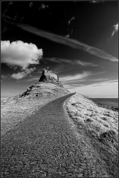 "<a href=""http://www.photographycorner.com/forum/showthread.php?t=78352"">Lindisfarne Castle (Mono)</a> by <a href=""http://www.photographycorner.com/forum/member.php?u=6164"">Oneof42</a>"