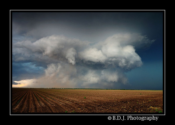 "<a href=""http://www.photographycorner.com/forum/showthread.php?t=85193"">Rotating Wall Cloud...</a> by <a href=""http://www.photographycorner.com/forum/member.php?u=2897"">shutterbug2007</a>"