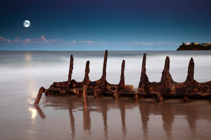 "<a href=""http://www.photographycorner.com/galleries/showphoto.php/photo/28886"">Moonrise Over the Wreck</a> by <a href=""http://www.photographycorner.com/forum/member.php?u=14218"">Garry</a>   <b>WINNER</b> of the <a href=""http://www.photographycorner.com/photograph-of-the-month/2009/06/moonrise-over-the-wreck"">June 2009 Photograph of the Month</a> contest"