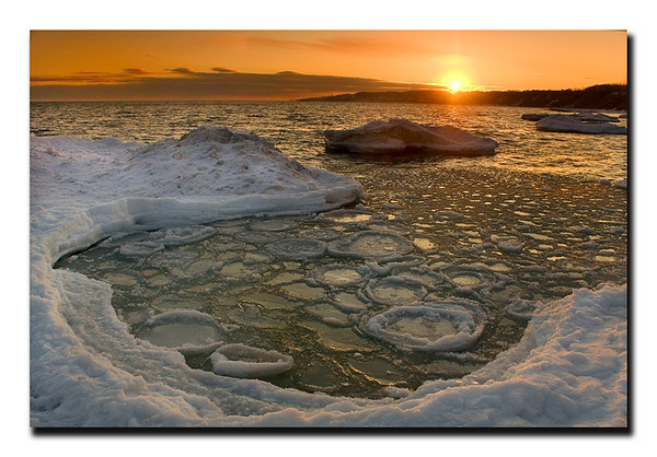 "<a href=""http://www.photographycorner.com/forum/showthread.php?t=81378"">Icy Sunset</a> by <a href=""http://www.photographycorner.com/forum/member.php?u=3565"">Spicoli</a>"