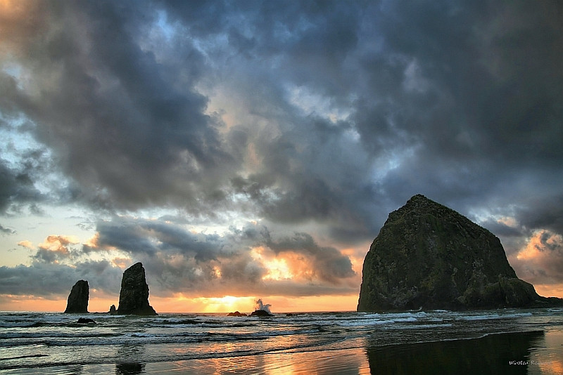 """<a href=""""http://www.photographycorner.com/forum/showthread.php?t=94048"""">Stormy Sunset at Cannon Beach</a> by <a href=""""http://www.photographycorner.com/forum/member.php?u=337"""">squirl033</a>"""
