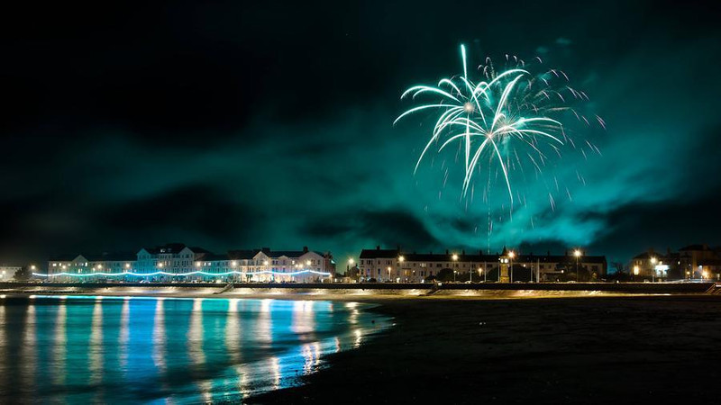 """<a href=""""http://www.photographycorner.com/forum/showthread.php?t=101660"""">Firework Photos of Exmouth & Topsham</a> by <a href=""""http://www.photographycorner.com/forum/member.php?u=746"""">JeremyT</a>"""