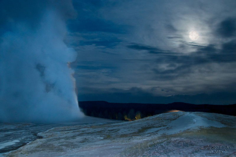 """<a href=""""http://www.photographycorner.com/forum/showthread.php?t=98967"""">Old Faithful in a New Way</a> by <a href=""""http://www.photographycorner.com/forum/member.php?u=20090"""">anjin_nav</a>"""