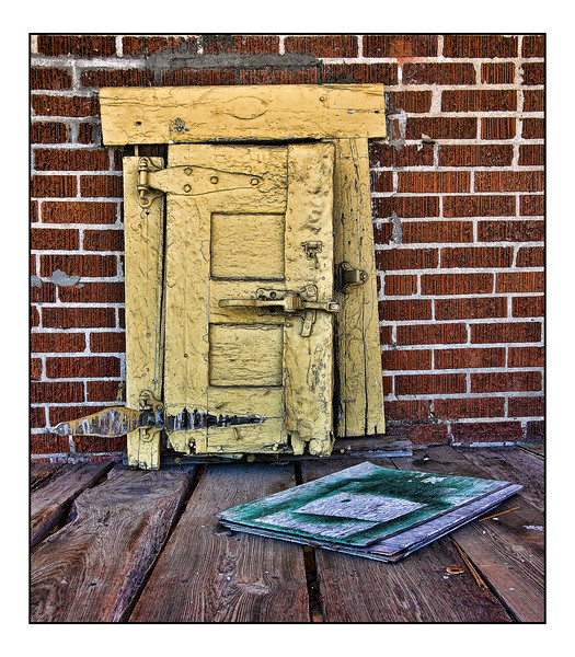 """<a href=""""http://www.photographycorner.com/forum/showthread.php?t=96981"""">The Little, Old """"Ice"""" Door</a> by <a href=""""http://www.photographycorner.com/forum/member.php?u=12688"""">jaharris1001</a>"""