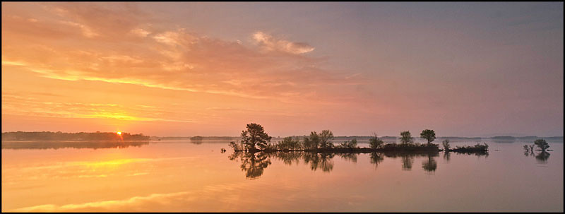 """<a href=""""http://www.photographycorner.com/forum/showthread.php?t=97696"""">Sunrise at Lake Weiss, Alabama</a> by <a href=""""http://www.photographycorner.com/forum/member.php?u=9463"""">cosmonaut</a>"""